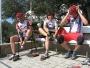 Pozor! Áčko vyráží na královskou etapu - 220 km do Mostaru. Ála jako jediná baba jede s nimi! Jasně, já vím že na fotce je Kamila..
